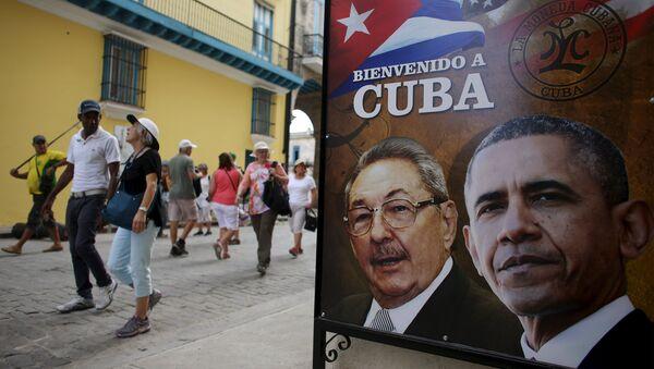 Barack Obama i Raul Castro na plakacie - Sputnik Polska
