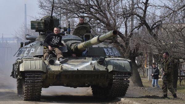 Zacharczenko: siły zbrojne sprowadziły pod Donieck ponad 100 jednostek sprzętu - Sputnik Polska