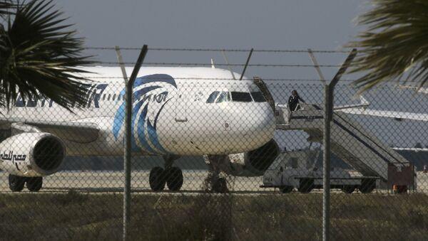 Porwany samolot Egypt Air w Larnace - Sputnik Polska