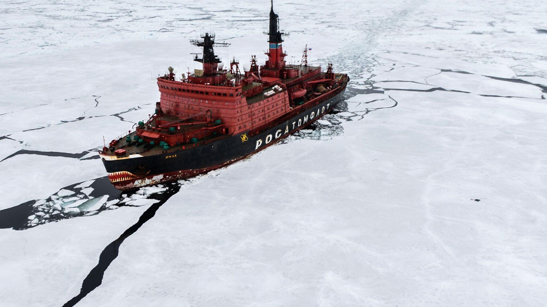 Lodołamacz atomowy Jamał podczas prac badawczych na Morzu Karskim w ramach ekspedycji arktycznej Kara-Zima 2015 - Sputnik Polska, 1920, 02.09.2021