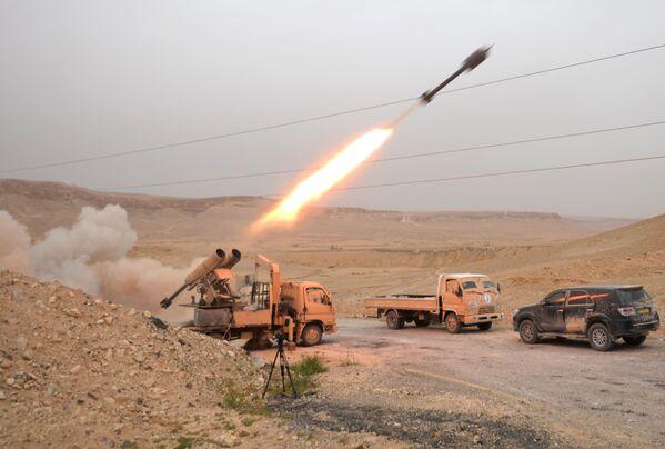 Wojsko syryjskie i narodowy ruch oporu w rejonie Palmiry - Sputnik Polska