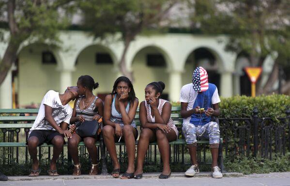 Kubańska młodzież na hawańskim placu - Sputnik Polska