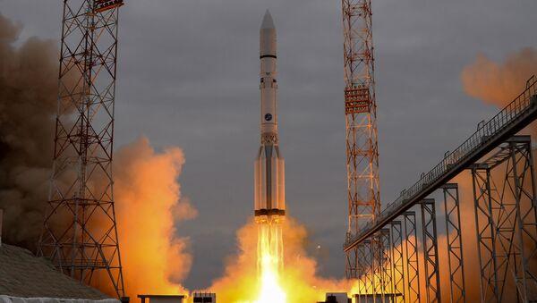Start rakiety Proton-M z kosmodromu Bajkonur, 14 marca 2016 - Sputnik Polska