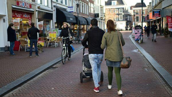 Przechodnie na ulicach Leeuwarden w Holandii - Sputnik Polska