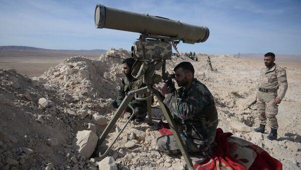 Żołnierze syryjskiej armii podczas ofensywy - Sputnik Polska