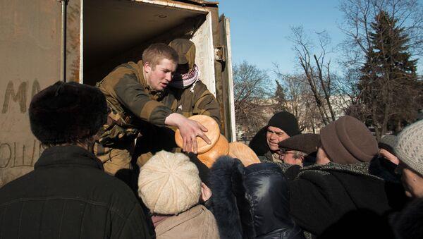 Rozdanie pomocy humanitarnej w DRL - Sputnik Polska