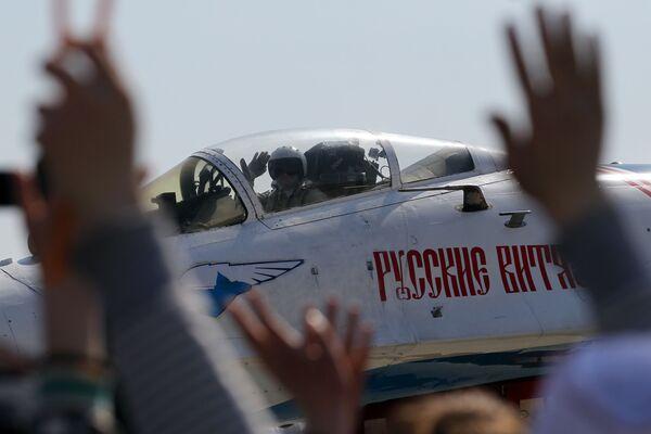 Pilot myśliwca Su-27 grupy akrobacyjnej Rosyjscy Rycerze - Sputnik Polska