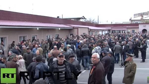 Ormiańscy ochotnicy jadą do Karabachu - Sputnik Polska