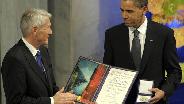 Barack Obama odbiera Pokojową Nagrodę Nobla z rąk Thorbjorna Jaglanda - Sputnik Polska