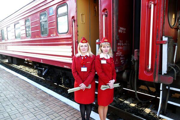 """Pierwszy pociąg pasażerski na trasie """"Jasinowataja - Kwaszyno - Uspienskaja"""" - Sputnik Polska"""