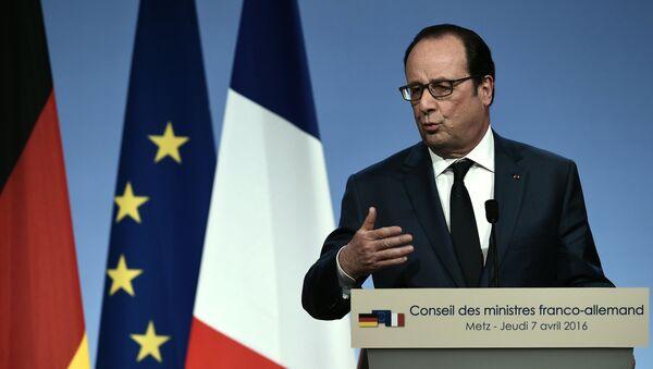 Prezydent Francji Francois Hollande na konferencji prasowej po francusko-niemieckim szczycie w Metz - Sputnik Polska
