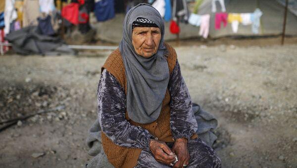 Kobieta w obozie dla uchodźców na granicy Grecji i Macedonii - Sputnik Polska