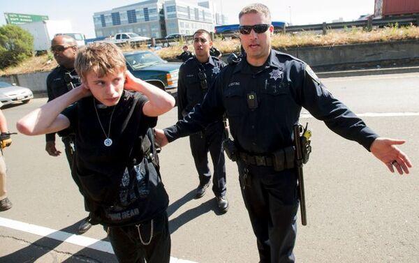Masowe akcje protestacyjne przeciwko samowoli policyjnej ogarnęły USA - Sputnik Polska
