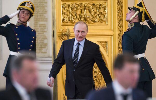 Prezydent Rosji Władimir Putin przed rozpoczęciem posiedzenia rosyjskiego komitetu organizacyjnego Pobieda w Kremlu - Sputnik Polska