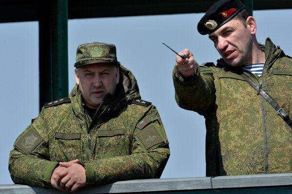 Dowódca wojsk Wschodniego Okręgu Wojskowego Sergiej Surowikin - Sputnik Polska