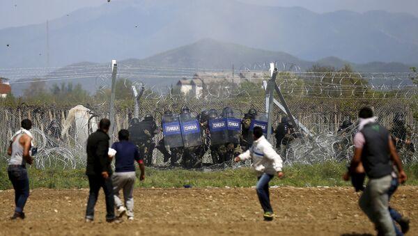 Starcia na grecko-macedońskiej granicy - Sputnik Polska
