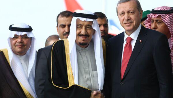 Król Arabii Saudyjskiej Salman ibn Abd al-Aziz Al Su'ud i prezydent Turcji Recep Tayyip Erdogan - Sputnik Polska