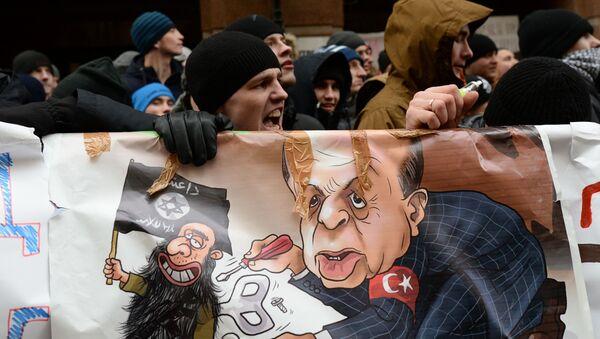 Uczestnicy akcji protestacyjnej przeciwko działaniom tureckich sił powietrznych pod ambasadą Turcji w Moskwie - Sputnik Polska
