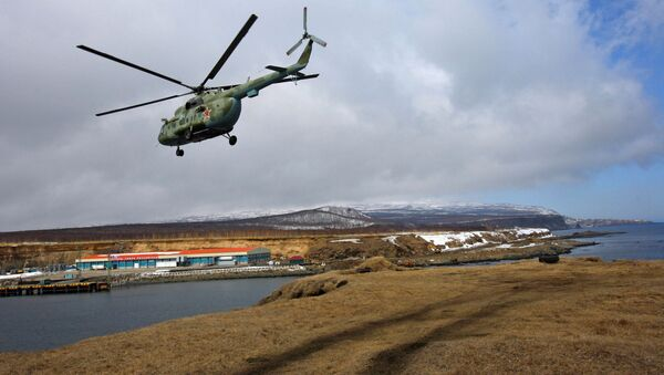 Śmigłowiec wojskowy Mi-8 na wyspie Iturup - Sputnik Polska