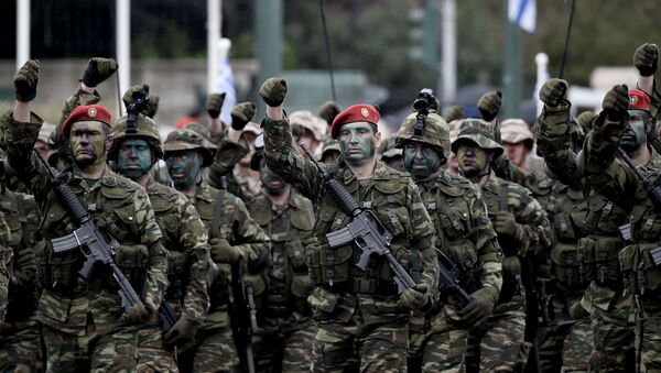 Żołnierze greckiej armii podczas parady wojskowej w Atenach - Sputnik Polska