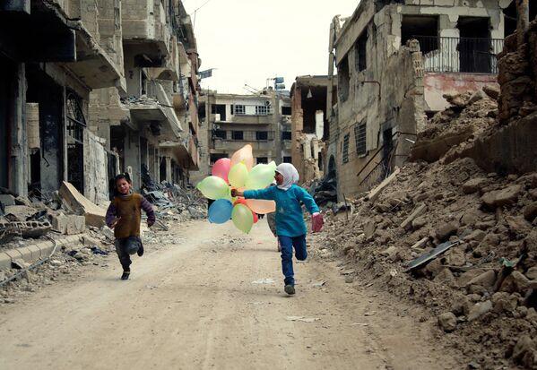 Dzieci na ulicach Damaszku - Sputnik Polska