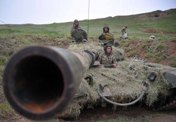 Żołnierze wojsk obrony Górskiego Karabachu - Sputnik Polska