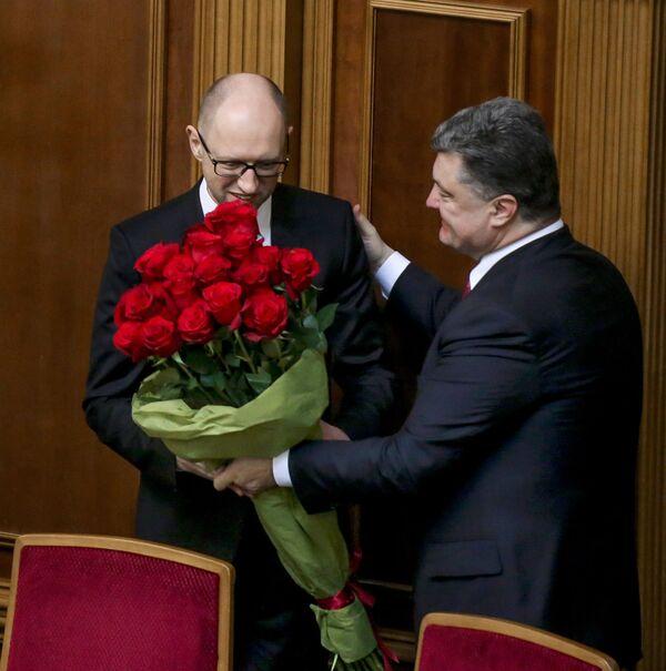 Premier Ukrainy Arsenij Jaceniuk i prezydent Ukrainy Petro Poroszenko na pierwszym posiedzeniu nowo wybranej Rady Najwyższej Ukrainy w Kijowie - Sputnik Polska