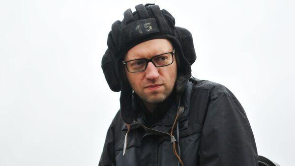 Premier Ukrainy Arsenij Jaceniuk w Międzynarodowym centrum utrzymania pokoju i bezpieczeństwa Akademii wojsk Lądowych na Jaworowskim poligonie w Ukrainie - Sputnik Polska