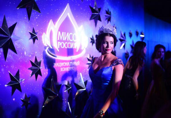 Miss Rosji 2015 Sofia Nikitczuk przed rozpoczęciem konkursu Miss Rosji 2016 - Sputnik Polska