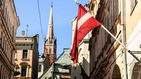Flaga Łotwy na ulicy w Rydze - Sputnik Polska