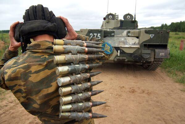 Bojowy wóz piechoty BMD-4 przeznaczony dla wojsk powietrznodesantowych - Sputnik Polska