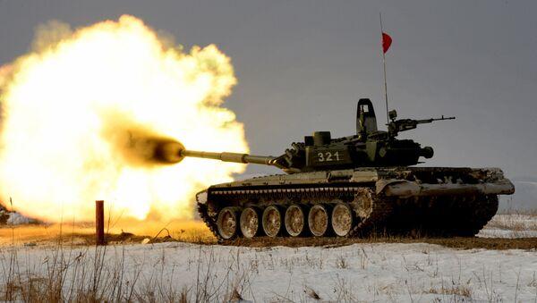 Czołg T-72 podczas zawodów z biathlonu czołgowego w Kraju Nadmorskim - Sputnik Polska