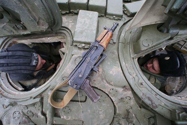 Czołgiści w czołgu T-72 - Sputnik Polska