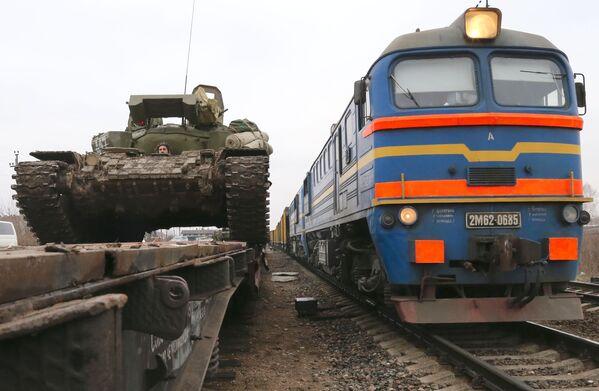 Przerzucenie czołgów T-72 do obwodu kaliningradzkiego - Sputnik Polska