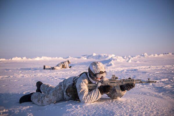 Żołnierze jednostek wojskowych Republiki Czeczeńskiej podczas ćwiczeń w rejonie Bieguna Północnego - Sputnik Polska
