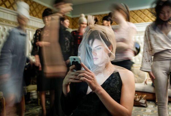 Modelka podczas Tygodnia mody w mieście Ałma Ata, Kazachstan - Sputnik Polska