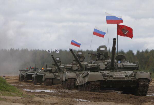 Czołg T-80 na poligonie w obwodzie leningradzkim - Sputnik Polska