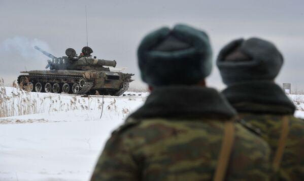 Czołg T-80 na poligonie w obwodzie moskiewskim - Sputnik Polska
