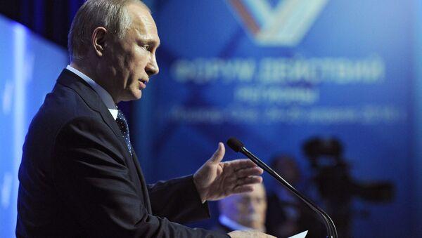 Prezydent Rosji Władimir Putin przemawia na posiedzeniu międzyregionalnego forum OFN - Sputnik Polska