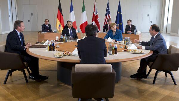 David Cameron, Barack Obama, Matteo Renzi, Angela Merkel i Francois Hollande na szczycie pięciu w zamku Herrenhausen w Hanowerze - Sputnik Polska