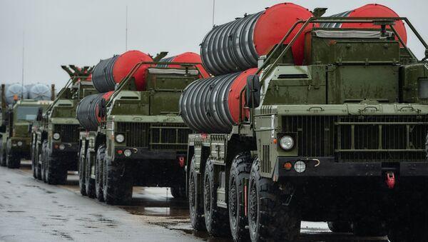 Zestawy przeciwlotnicze Triumf S-400 na lotnisku w mieście Puszkino - Sputnik Polska
