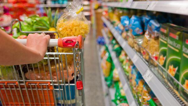 Zakupy w sklepie spożywczym - Sputnik Polska