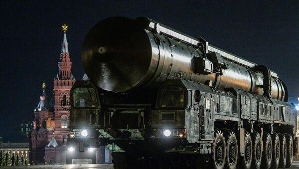 Mobilna wyrzutnia rakietowa RS-24 Jars podczas próby parady wojskowej z okazji 71. rocznicy Dnia Zwycięstwa w Wielkiej Wojnie Ojczyźnianej na Placu Czerwonym w Moskwie. - Sputnik Polska