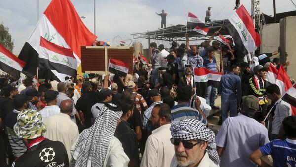 Zamieszki w Bagdadzie. Zwolennicy Muktady al Sadra szturmowali parlament - Sputnik Polska