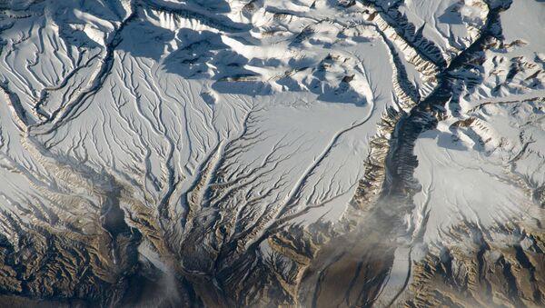 Rzeki i śnieg w Himalajach na granicy Indii i Chin - Sputnik Polska