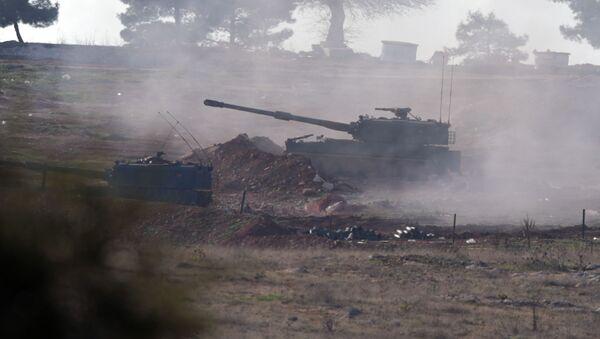 Artyleria tureckich sił zbrojnych na północy Syrii - Sputnik Polska
