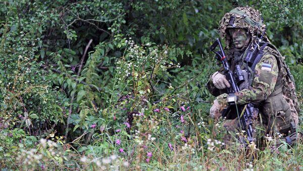 Żołnierz armii estońskiej w czasie ćwiczeń NATO - Sputnik Polska