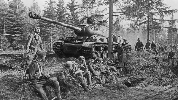 Czołg IS-2. Iosif Stalin to oficjalna nazwa czołgu ciężkiego konstrukcji radzieckiej, produkowanego seryjnie w latach 1943-1953. IS-2 był najpotężniejszą i najlepiej opancerzoną maszyną wśród radzieckich czołgów z czasów II wojny światowej i jednym z najpotężniejszych czołgów na świecie. - Sputnik Polska