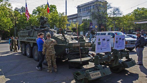 Amerykański sprzęt wojskowy w centrum Kiszyniowa - Sputnik Polska