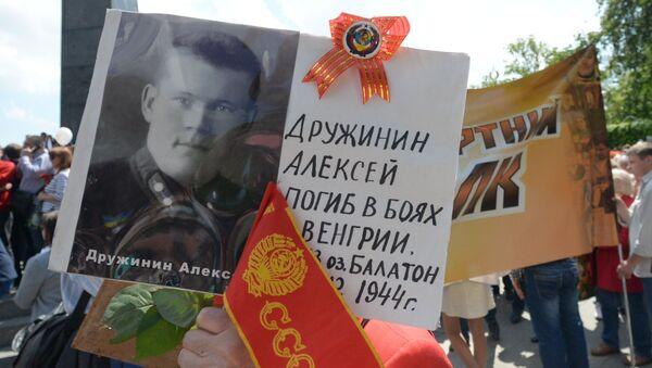 Uczestnicy akcji Nieśmiertelny Pułk w czasie pochodu ulicami Kijowa - Sputnik Polska